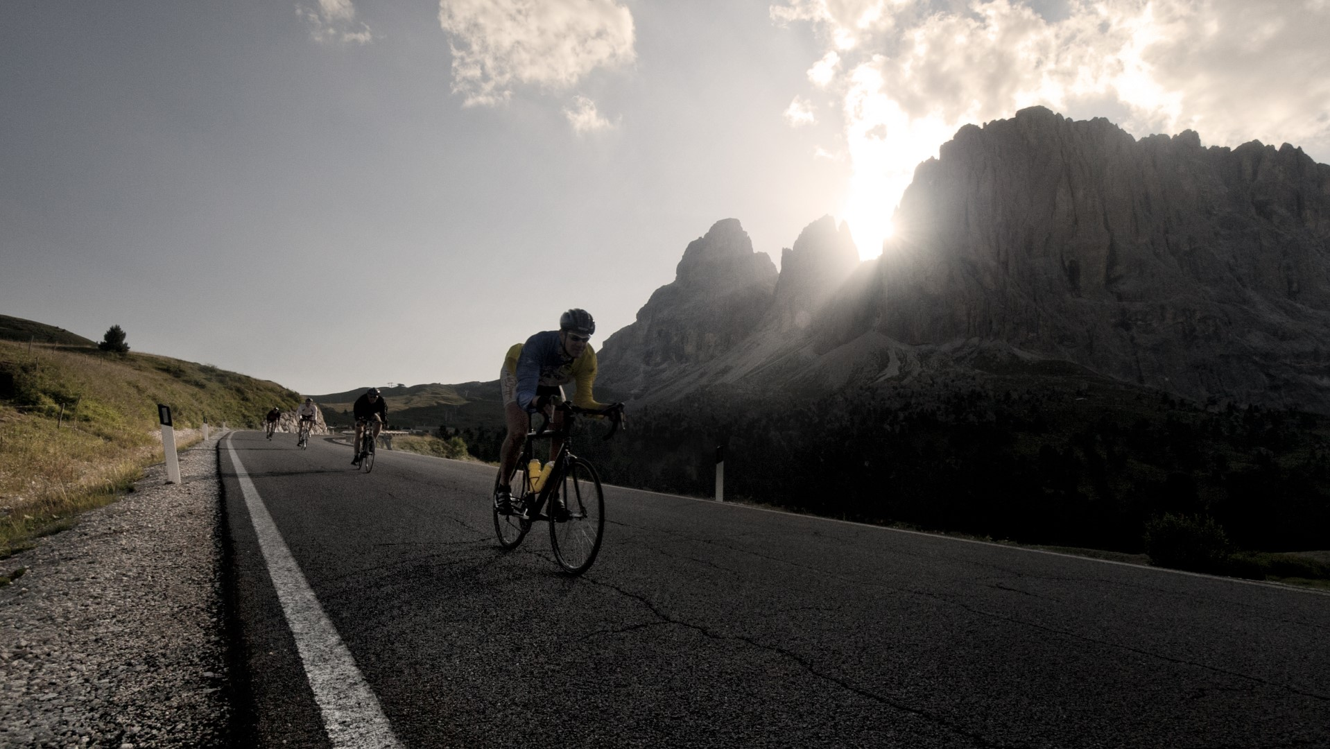 To climb the Sella Pass with a bike
